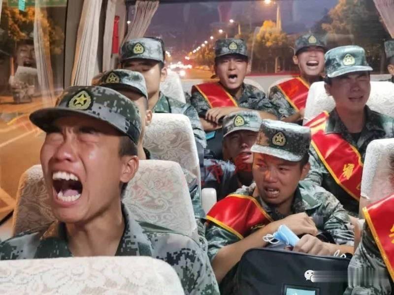 Video lính Trung Quốc khóc như mưa khi đang đi đến vùng biên giới Trung-Ấn